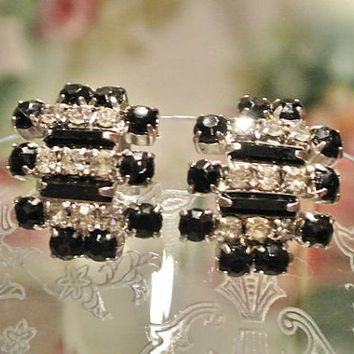 1950s 50s Rhinestone Earrings Clip On Earrings Mid Century Midcentury Glass Black Crystal Hollywood Regency High Fashion Fancy Baguettes