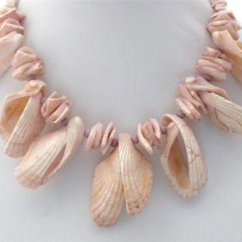 """Vintage Seashell Statement Necklace 18"""" Hand Jewelry"""