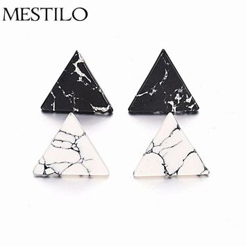 2017 Classic Simple Accessories 2cm Triangle Geometric Faux Marbled White Black Stone Stud Earrings For Women brincos bijoux