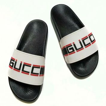 GUCCI street fashion men and women models printed letter leather casual sets of feet sandals white