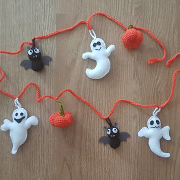 Halloween garland crochet toys  Knitted bunting garland Halloween decor Party decoration Crochet bat pumpkin felt ghost  Nursery decor