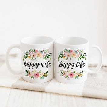 "PROMENADE FIELD ""HAPPY WIFE HAPPY LIFE"" MUG"