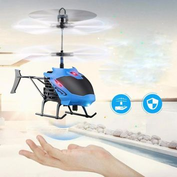 2018 Flying Mini RC infrared Induction Helicopter Aircraft Flashing Light Electric Helicopter oyuncak Toys For Kids Dorp Ship
