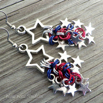 Patriotic chain maille earrings in red, silver and blue; patriotic chainmaille earrings; chainmaille jewelry; patriotic earrings