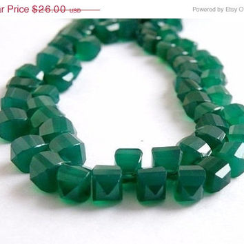 31% Off Sale AAA Green Onyx Gemstone Briolette Step Faceted Square Teardrop 10 to 11mm 13 beads