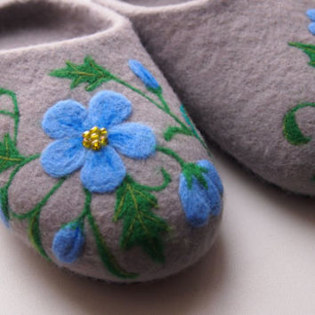 Felted House Shoes:  100% wool  grey Wool felted slippers. Handmade house womens shoes. Wool clogs. Felted slippers . Simple grey shoes