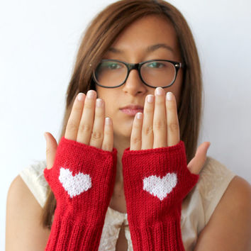 Valentines Days / Knitting Fingerless Gloves . Black Friday.  Fashion 2015 . Girls Women . Love . Red . Heart . Winter collection