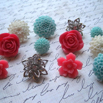 Pretty Thumbtacks / Flower Push Pins 12 pcs Aqua, Pink, White Flower Thumbtacks, Bulletin Board Thumbtacks, Wedding Decor, Small Gifts