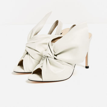 LEATHER SANDALS WITH BOW DETAILS