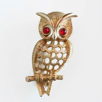 1960s Vintage Owl Brooch - Gold Owl Pin - Woodland Owl Jewelry - Forest Animal Jewelry - Brooch Bouquet Supplies - Retro Avon Collectible