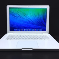 Apple 13 inch MacBook Laptop Computer / White Unibody / 500GB HD!
