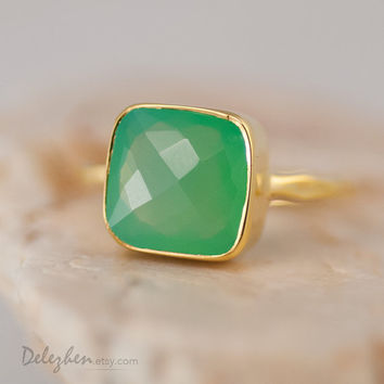 Lime Green Chrysoprase Ring - Sea foam Green Ring - Cushion cut - Gemstone Ring - Gold Ring - Bezel Ring - Stackable Ring Mother's Day Gift