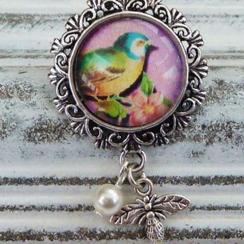 Small brooch in silver with beautiful bird motif, animal brooch, brooch spring, bee brooch, Shell pearl, round brooch