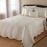 Nostalgia Leigh 100-Percent Cotton Fabric and Fill, Embroidered Bedspread with Unique Tier Scalloped