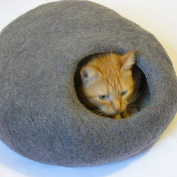 Felted Cat bed /Cat Cave/ Cocoon/ Cat House Grey and GIFT