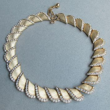 Signed TRIFARI Vintage Rhinestone Edge Gold Textured Links Necklace