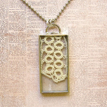 Vintage Tatted Lace Pendant Necklace