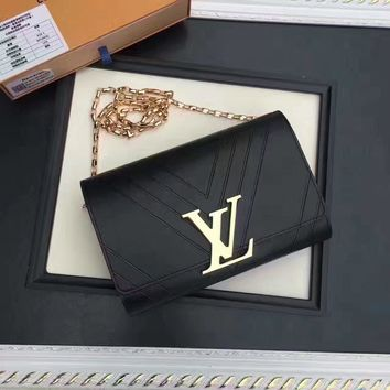Lv Louis Vuitton Women's Leather Chain Shoulder Bag
