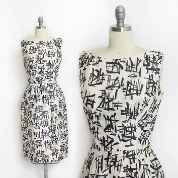 Vintage 1950s Dress - Raw Silk Black & White Japanese Calligraphy Print Wiggle Cocktail 50s - Medium M