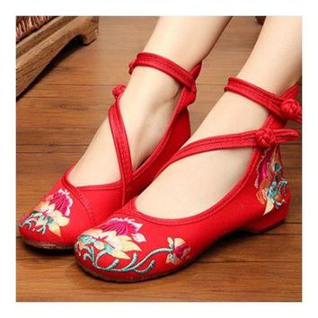 Old Beijing Cloth Embroidered Shoes Soft Sole   red
