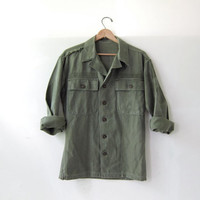 20% OFF SALE / Vintage men's army shirt. military jacket. button up army shirt. small fit.