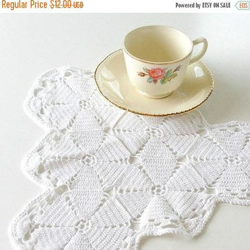 ON SALE Vintage Hand Crocheted Doily, Handmade White Cotton Doily, Cottage Chic Decor, French Farmhouse Decor, Triangle Doily.