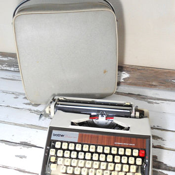 snow white vintage typewriter- brother de luxe - home decor- mid century design- automatic repeat spacer