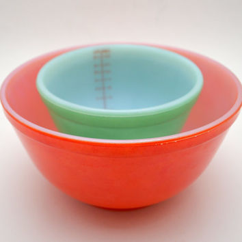 Vintage Green and Red Milk Glass Mixing Bowls, Jeannette Glasbake, 2 qt and 1 qt bowl with Measuring Marks, Near Mint, 1960s