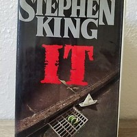 Stephen King IT First Edition Hardcover Pennywise Viking 1st