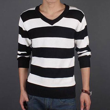 Mens Large Stripe V-Neck Sweater
