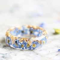 Nature Inspired Resin Ring with Dried Forget-Me-Not Flowers and Gold Flakes
