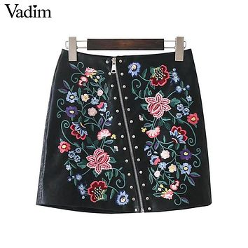 Vadim women elegant floral embroidery rivet PU leather skirts zipper ladies summer streetwear fashion black mini skirt BSQ597