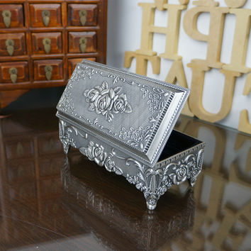 Rose Carved Zinc Alloy Metal Jewelry Box Valentine Gift Boxes Jewelry Holders Large Size Rectangular Four Stand