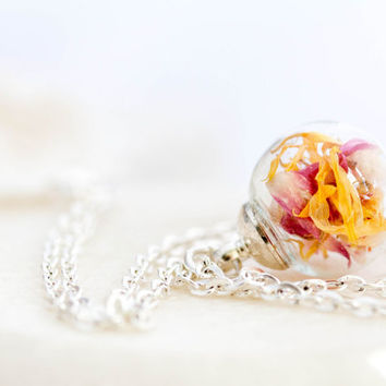 Flower Necklace, Marigold and clover flower Glass Globe Pendant, blown glass jewelry, glass globe Real Dried flower, kette echte blumen
