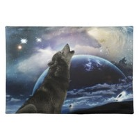Wolf howling at the moon cloth place mat