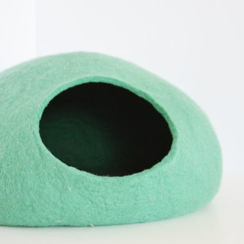 Pet bed / Cat bed / Cat cave / puppy bed / cat house / pet furniture. Custom color felted cat bed s, m, l, xl or xxl sizes