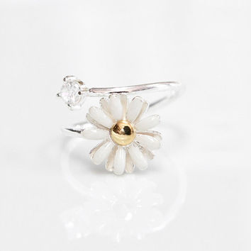 White Daisy Flower Ring