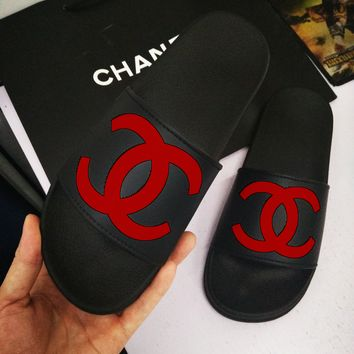 Chanel cool slippers CC flat, flat bottom, soft surface, wearable rubber beach, cool women.Black/red