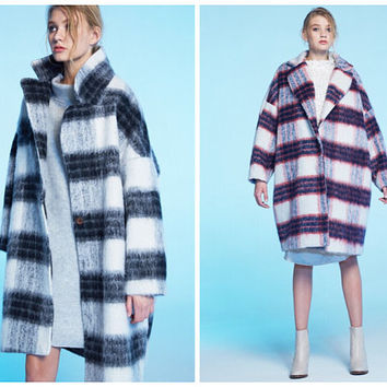 women plaid coat in black and white featuring long length,oversize,made of wool,warm.women winter coat jacket,checked,fashion style.--891