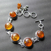 Amber Bracelet - Honey Bee Bracelet - Amber Bead Charm Bracelet - Amber Jewelry - Baltic Amber - Bee Jewelry -