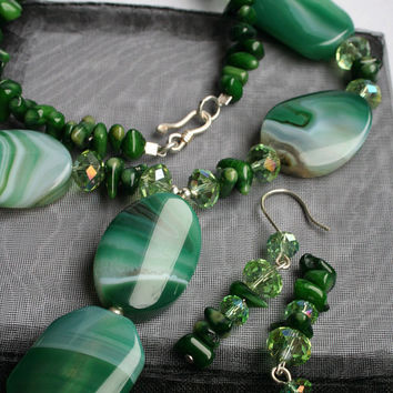 Green Agate and Coral Jewelry Set - Pendant Necklace and Earrings, Fresh Spring Jewellery, Hippie Chic, Elegant Earth Mother