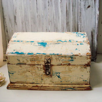 Shabby Chic Storage Box, Heavily Distressed Patina Rustic Vintage Wood Storage Box, Wedding Card Box, French Farmhouse Chippy Wooden Box