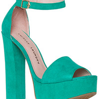 DailyLook: Chinese Laundry Avenue Suede Platform Sandal in Mint 6 - 10
