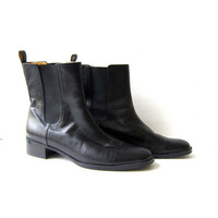 vintage black leather chelsea boots. leather ankle boots. beetle boots. womens boots.