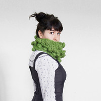 Big Chunky Bubble Cowl in Avocado