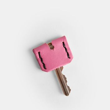 Path Unknown Indie Leather Key Cover In Pink