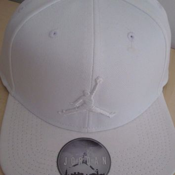 NEW NIKE AIR JORDAN 3 CAP TRIPLE WHITE JUMPMAN 1 SIZE FITS ALL SNAPBACK 23