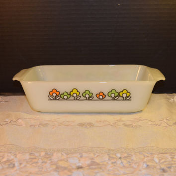 Anchor Hocking Loaf Pan Vintage Summerfield Milk Glass Bread Pan Oven Proof Fruit Mod Flower Dish Made in USA Farmhouse Kitchen
