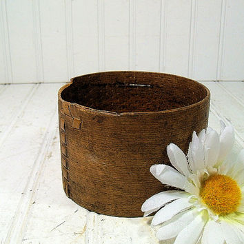 Early Primitive HandMade Wood Box - Rustic Round Utilitarian Wooden Bowl with Reed Seam - Antique Petite Pantry Box