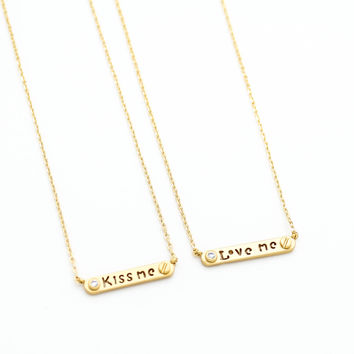 Love Kiss necklace